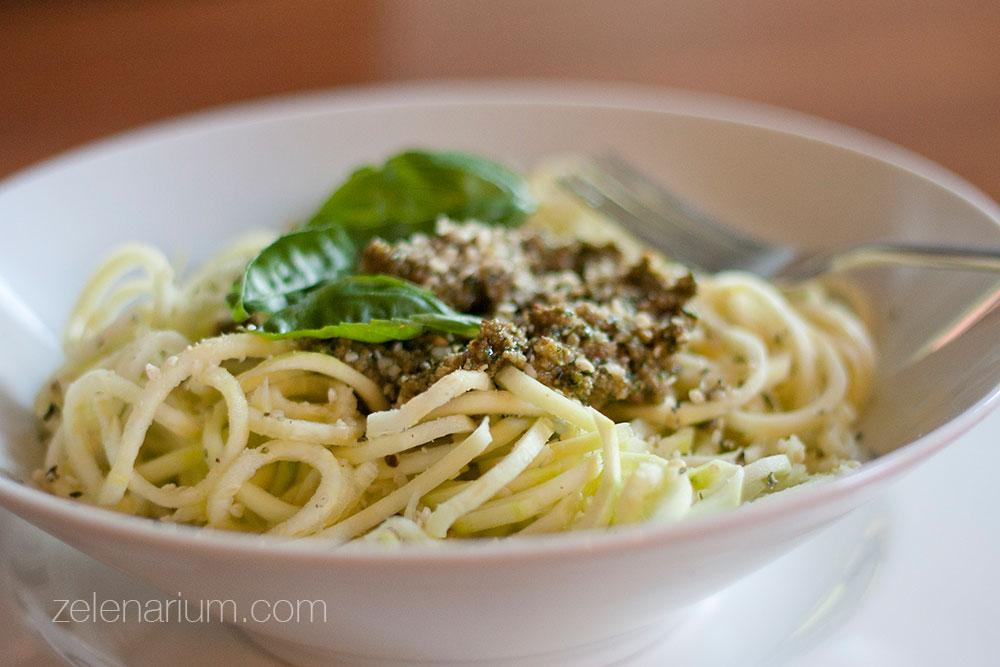 Sirovi-spageti-od-tikvica-u-zelenom-umaku2